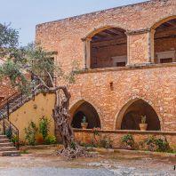 Внутренний двор Аркадийского монастыря, Крит, Греция