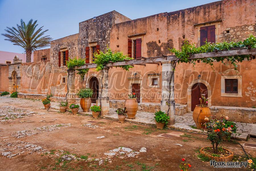 Внутренний двор монастыря Аркади, Крит, Греция