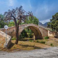 Каменный мост, построенный на средства монастыря Като Превели в начале 18 века