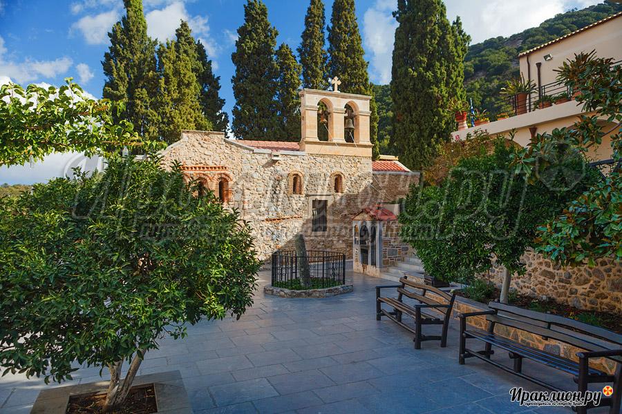 Внутренний двор монастыря Керы, Крит, Греция