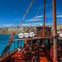 Пиратский корабль, следующий на остров Куфониси, Крит, Греция