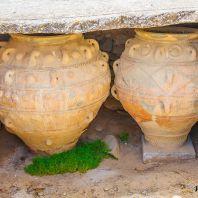 Глиняные кувшины пифосы в Фестском дворце, Крит, Греция