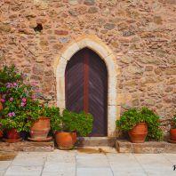 Во дворе монастыря Топлу, Крит, Греция