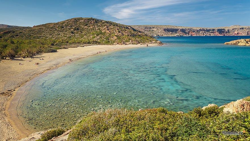 Пальмовый пляж на Крите - пляж Вай (Vai beach): финиковая роща с мелким золотистым песком и бирюзовым морем, Крит, Греция