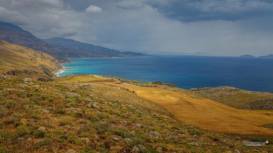 Ливийское море по дороге к монастырю Превели, Крит, Греция