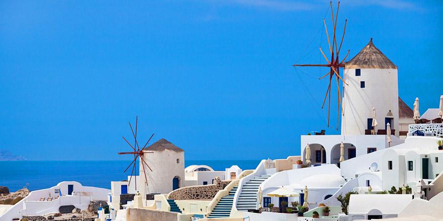 Остров Санторини: миниатюрные белые домики и синие купола церквей