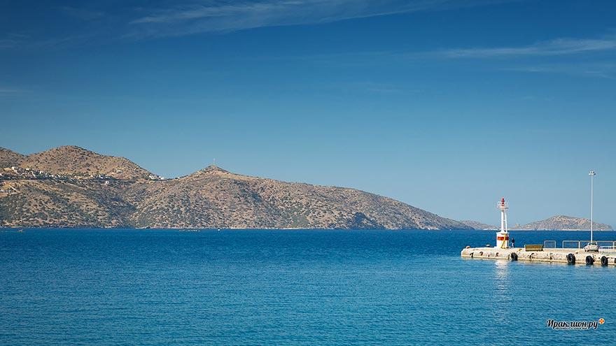 Маяк в порту Агиос Николаос. Крит, Греция